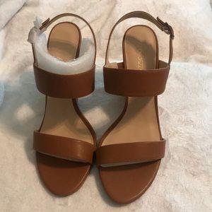 Never been worn!! Shoe dazzle Tan Wedges
